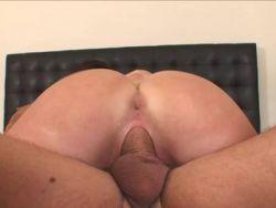 dunnes girl macht die beine breit und beruhrt ihre pussy