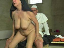Nackte Nonnen